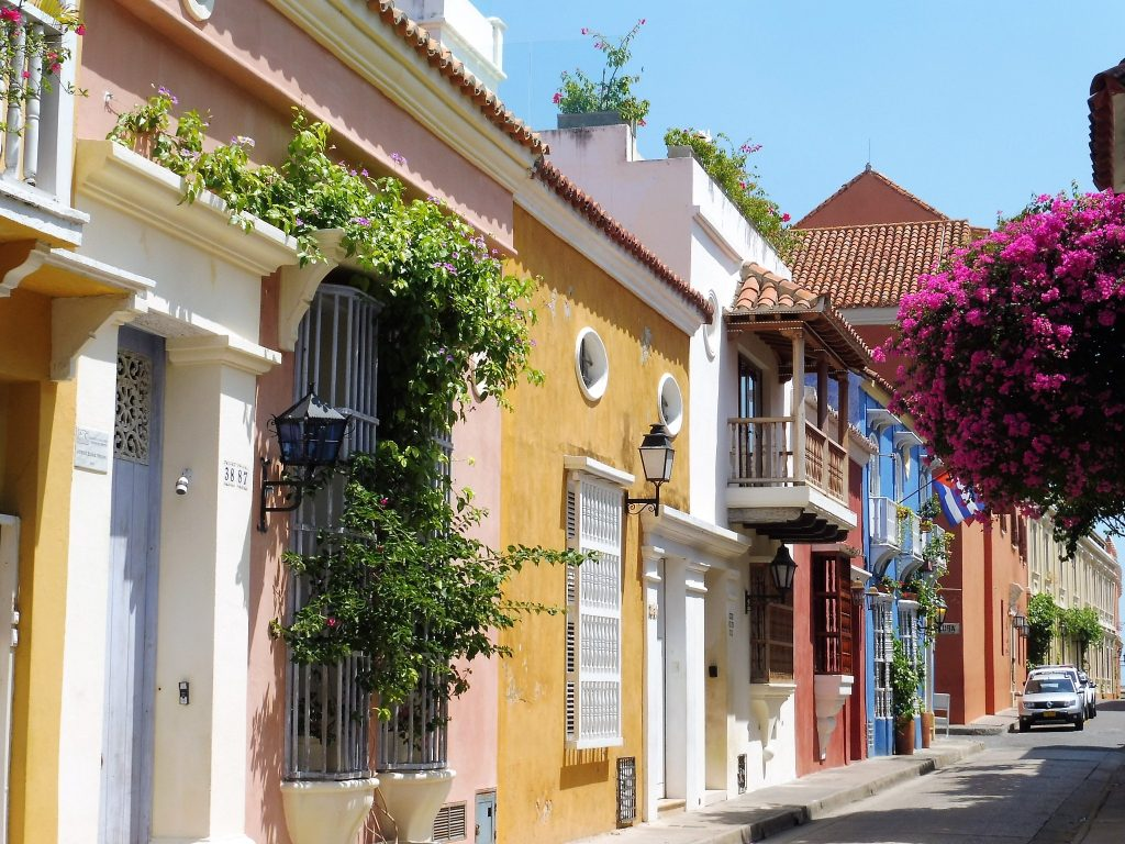 cartagena in 1 day what to see the colored streets