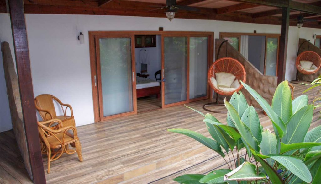 playa bluff Lodge in bocas del toro islands ONE OF MY SELECTION OF CHEAP HOTEL IN PANAMA the beautiful terrace