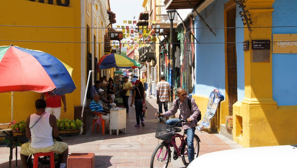 What to see and what to do in Santa Marta walking along colored streets
