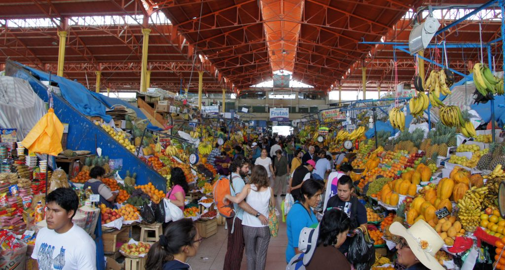Arequipa in 1 day - The market of San Camilo