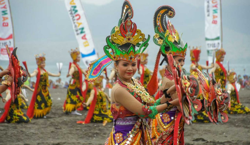 Ascent of Ijen Volcano and dance show in Banyuwangi