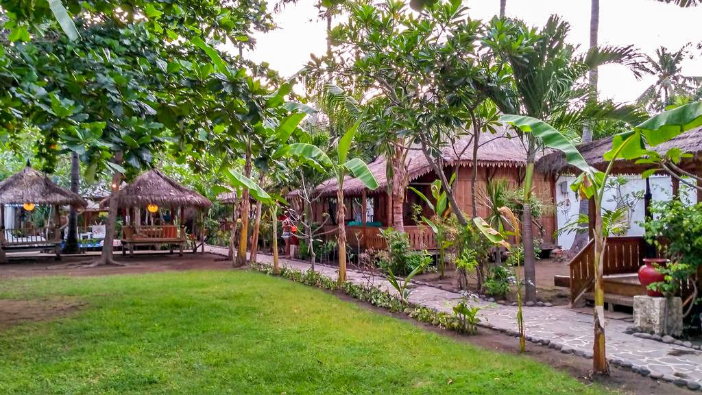 UNZIPP BUNGALOW OUR CHEAP HOTEL GILI AIR ISLAND