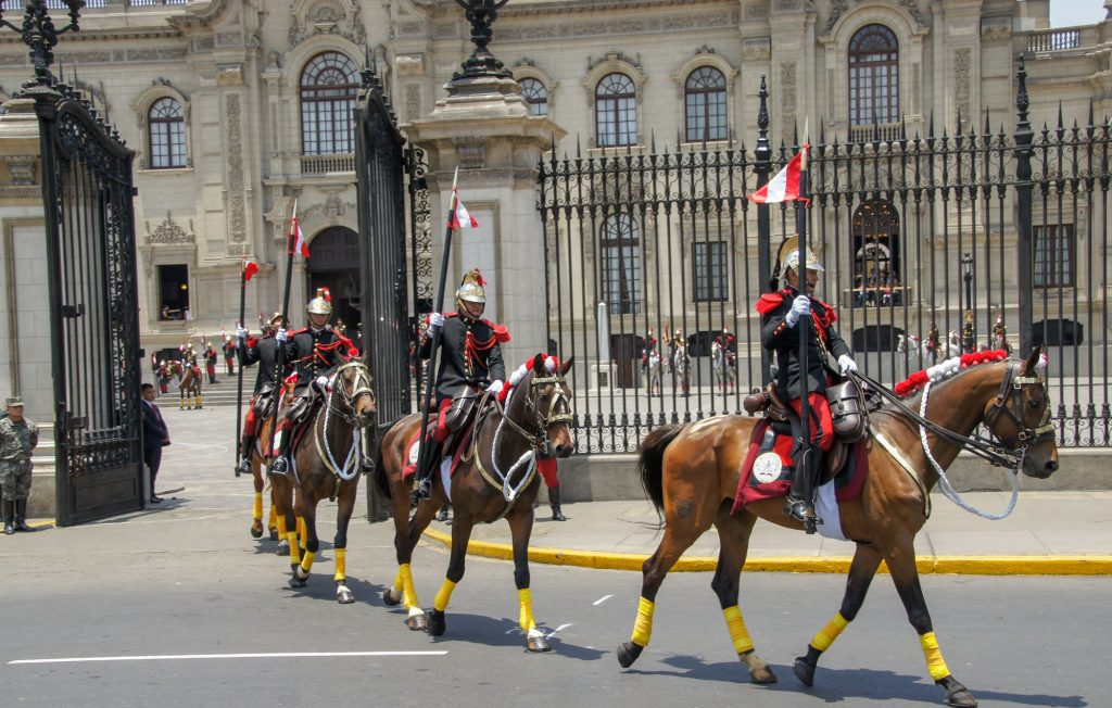 How to visit Lima in 1 day - The changing of the Republican Guard