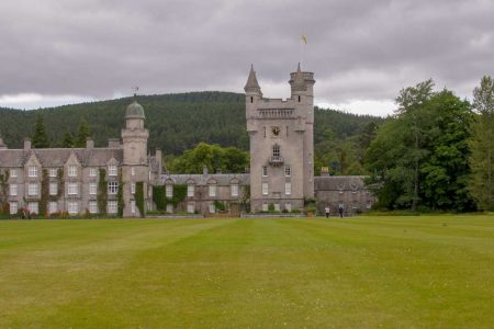 Aberdeenshire tour: Glamis Castle - Braemar Castle and Balmoral Castle itinerary with map