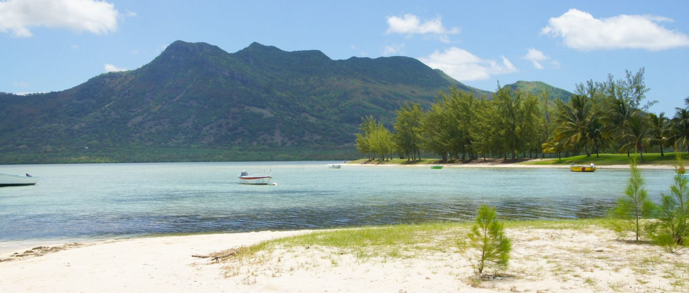 best beaches best places and best hotel in Mauritius South coast and Morne